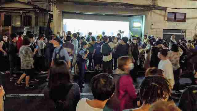 """【東京】「盗めるアート展」開始時刻前に一瞬で全作品が盗まれ、""""何も盗めない""""事態に…"""