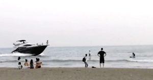 【話題】『由比ヶ浜にとんでもないやつが現れた…』