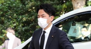 小泉環境相の靖国神社参拝に、百田尚樹氏「仮にパフォーマンスとしても評価すべき」