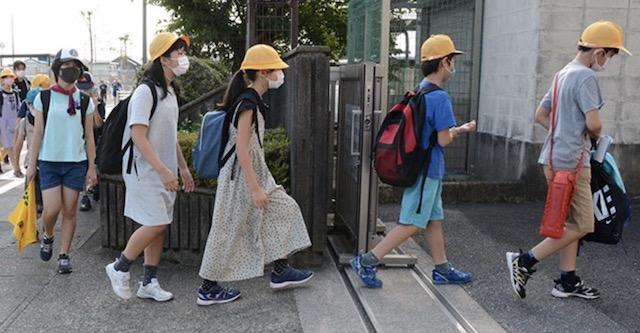 本巣市の小学校、暑さ対策にノーランドセル通学開始