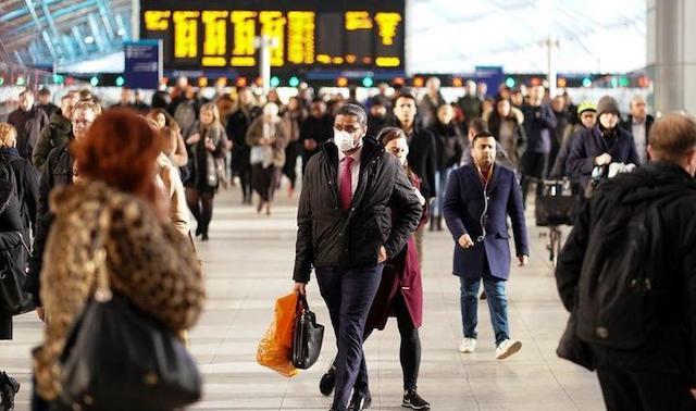 新型ウイルスと「何らかの形で永遠に共存」 イギリス専門家が警告