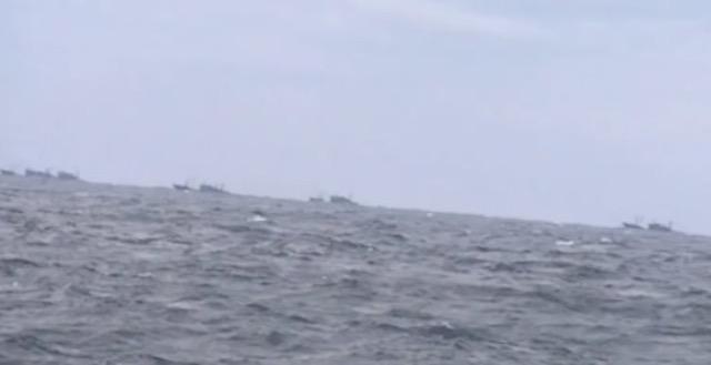 大和堆にはびこる中国漁船… 船長「昼夜問わず。網打尽の網を使って根こそぎとっていくから資源もなくなる」「日本の監視船を見ても全然怖がらない」