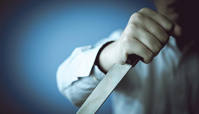 刃物持ち「刺してやろうか」→ 警察官が約5メートルの距離から発砲し男死亡