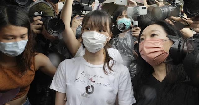 香港民主派の周庭氏出所 模範囚として刑期を短縮