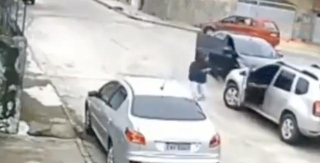 【動画】AT限定の男が、MT車を奪った結果…